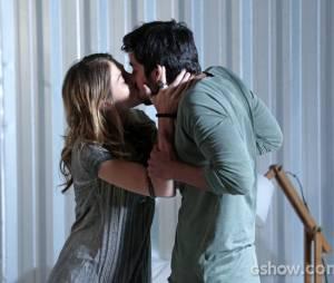 """Em """"Além do Horizonte"""", Marlon (Rodrigo Simas) beijará Paulinha (Christiana Ubach)"""