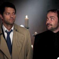 """Em """"Supernatural"""": na 12ª temporada, Castiel (Misha Collins) e Crowley formam """"dupla dinânica"""""""