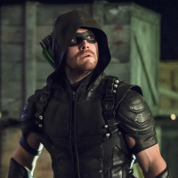 "De ""Arrow"": no cartaz da 5° temporada, o Arqueiro Verde está de volta patrulhando a Star City!"