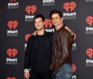"""Taylor Lautner e Jon Stamos, de """"Scream Queens"""", deixaram a galera suspirando durante festival"""