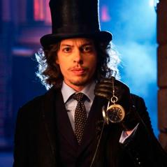 """Em """"Gotham"""": na 3ª temporada, Chapeleiro Louco aparece em teaser de novo episódio! Confira"""