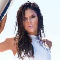 Bruna Marquezine posa sexy para capa de revista e mostra boa forma