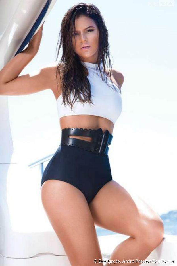 """Bruna Marquezine posa com look sexy e mostra o corpão para a revista """"Boa Forma"""""""