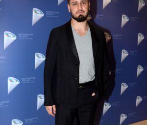 """Daniel Rocha, que interpretou o fotógrafo Rafael em """"Totalmente Demais"""", posa no 38º Prêmio Profissionais do Ano"""