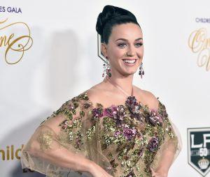 Katy Perry faz suspense no Twitter e fãs enlouquecem esperando nova canção