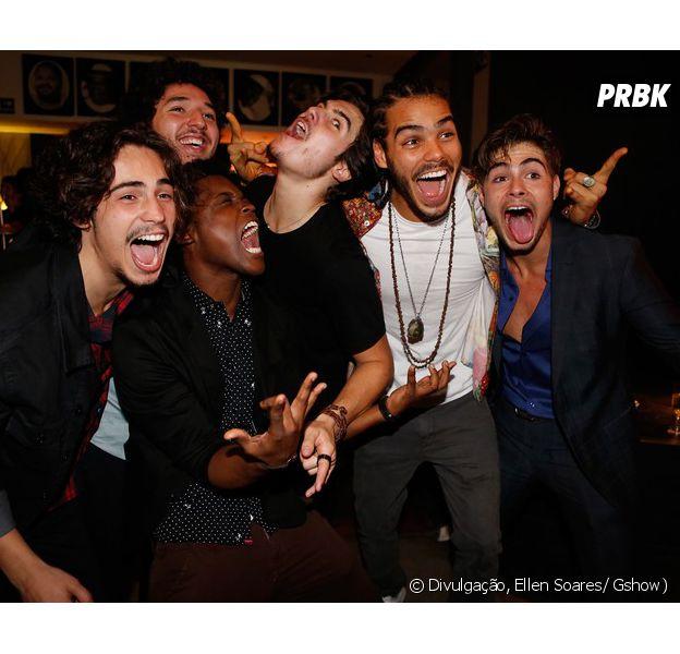 """Rafael Vitti, Nicolas Prattes e o elenco de """"Rock Story"""" fizeram a festa na coletiva de imprensa da novela"""