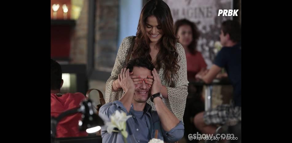 """Casal na novela """"Em Família"""", Luiza (Bruna Marquezine) precisa decidir se vai casar com Laerte (Gabriel Braga Nunes)!"""