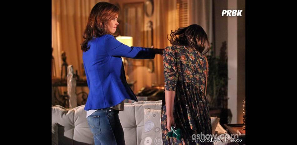 """Helena (Julia Lemmertz) perde o controle e parte pra cima de Luiza (Bruna Marquezine) na trama de """"Em Família""""!"""