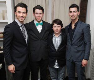 Irmão mais novo dos Jonas Brothers é preso com maconha