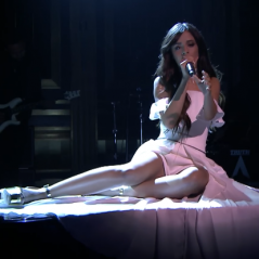 "Camila Cabello, do Fifth Harmony, surge sexy e arrasa no look em performance do single ""Bad Things""!"