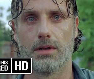 """Em """"The Walking Dead"""": na 7ª temporada, Rick (Andrew Lincoln) chora em teaser de oitavo episódio"""