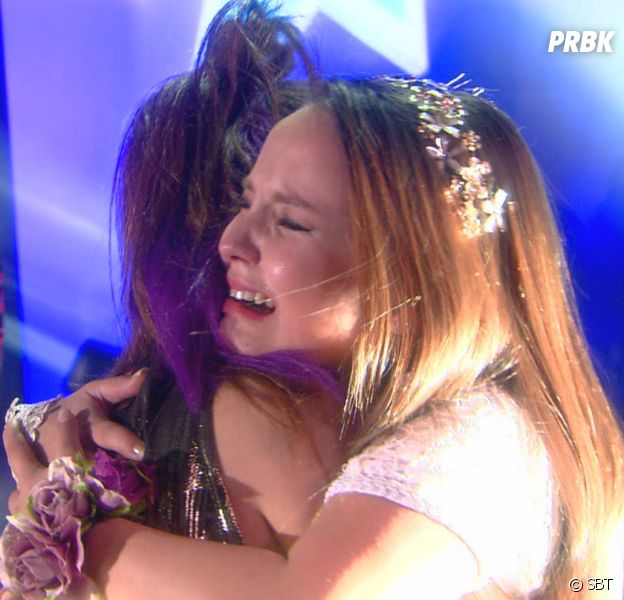 """Em """"Cúmplices de um Resgate"""": Isabela (Larissa Manoela) e Manuela se emocionam com resultado do concurso!"""