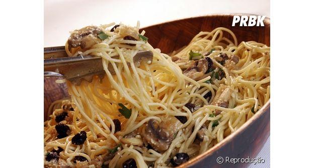 Spaguetti com passas são um terror para quem não gosta da fruta