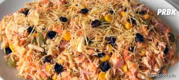 Salpicão é um dos tradicionais pratos que levam passas