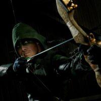 """De """"Arrow"""": 5 motivos para você assistir a bombástica série de Oliver Queen"""