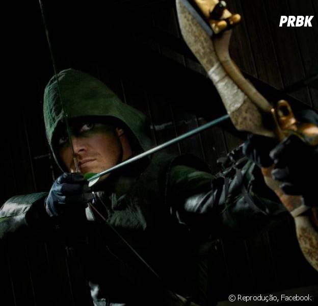 """Oliver Queen (Stephen Amell) é um dos motivos para você assistir a série """"Arrow"""", da The CW!"""