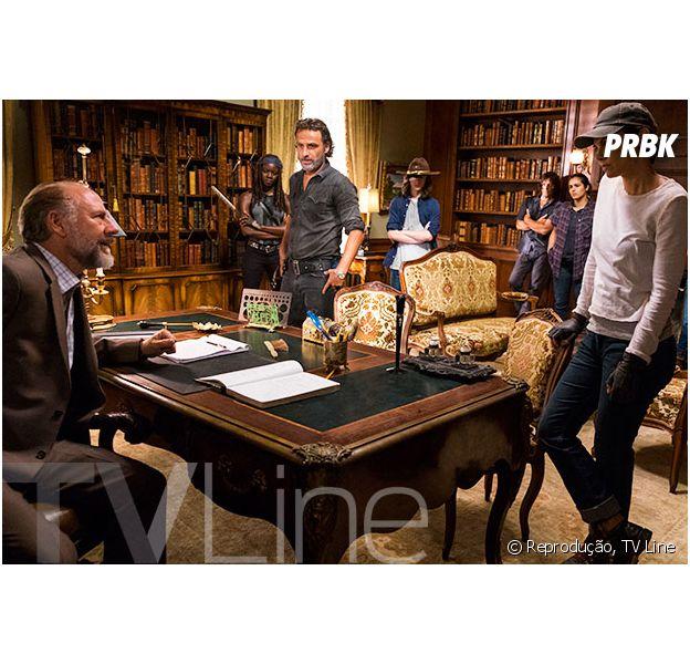 """Em """"The Walking Dead"""": na 7ª temporada, Rick (Andrew Lincoln), Daryl (Norman Reedus) e mais personagens aparecem em foto inédita"""