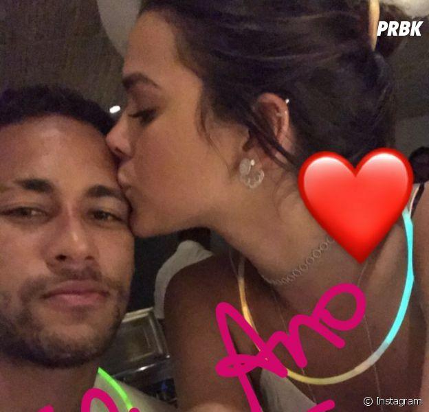 Bruna Marquezine diz que se preocupa com assédio em torno do seu namoro com Neymar