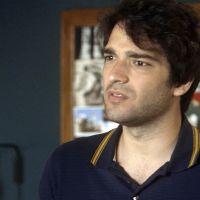 """Novela """"A Lei do Amor"""": Tiago (Humberto Carrão) dá soco no namorado de Marina por ciúmes!"""