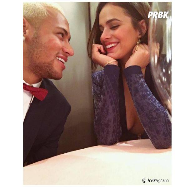 Bruna Marquezine e Neymar comemoram Dia dos Namorados em Paris!
