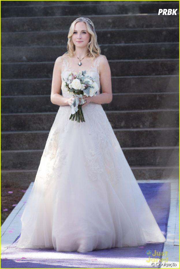 "Em ""The Vampire Diaries"": Stefan (Paul Wesley) e Caroline (Candice Accola) no penúltimo episódio"