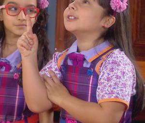 """Bárbara (Renata Randel) e Frida (Siena Belle) armando para Dulce Maria (Lorena Queiroz) em """"Carinha de Anjo"""", novela do SBT"""