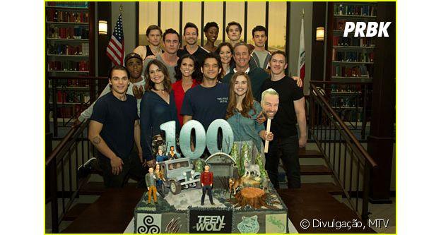 """Foto do elenco de """"Teen Wolf"""" sem Dylan O'Brien (Stiles) deixa fãs com pulga atrás da orelha!"""