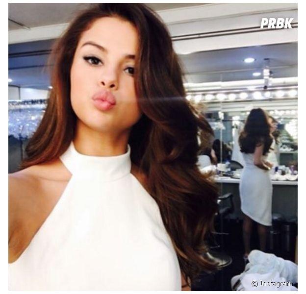 Selena Gomez posta novo foto em estúdio