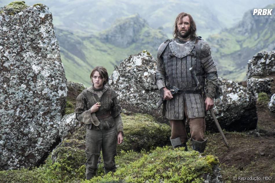 """Arya (Maisie Williams) e o Cão de Caça (Rory McCann) devem enfrentar inimigos no final da quarta temporada de """"Game of Thrones""""!"""