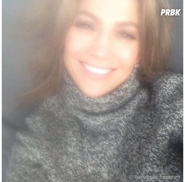 Jennifer Lopez dentro do avião vindo para o Brasil