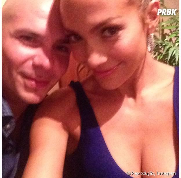 Jennifer Lopez faz selfie com o rapper Pitbull no Brasil