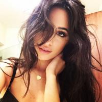"""Camila Cabello, ex-Fifth Harmony, anuncia versão em inglês de """"Hey Ma"""" para esta quinta-feira (6)!"""