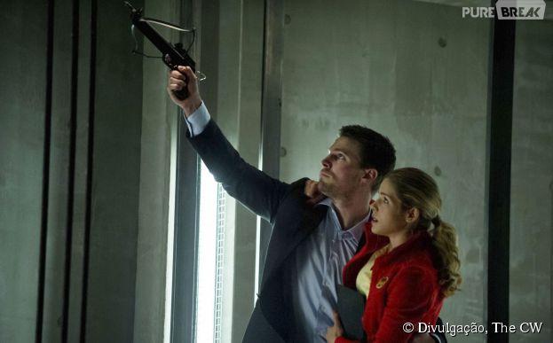 """Em """"Arrow"""", o beijo de Oliver (Stephen Amell) e Felicity (Emily Bett Rickards) foi cortado do season finale"""