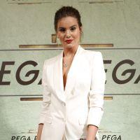 "Camila Queiroz, de ""Pega Pega"", fala sobre o uso das redes sociais: ""Tento equilibrar bastante"""