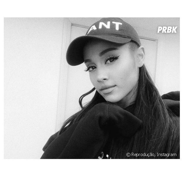 Ariana Grande se pronuncia após ataque terrorista em seu show e recebe apoio de Selena Gomez, Miley Cyrus e mais