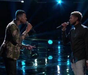 """Usher e Chris Blue cantam """"Everybody Hurts"""" em homenagem ao atentado durante show de Ariana Grande"""