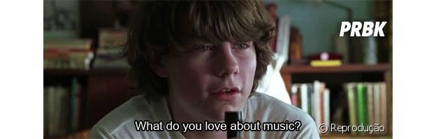 """Em """"Quase Famosos"""" um garoto é escalado para acompanhar uma banda de rock"""