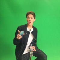 João Guilherme faz concurso e fãs poderão falar com ele após ouvir sua música nova!