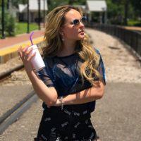 """Larissa Manoela diz que não se importa com haters: """"Estão dando ibope para o que faço"""""""