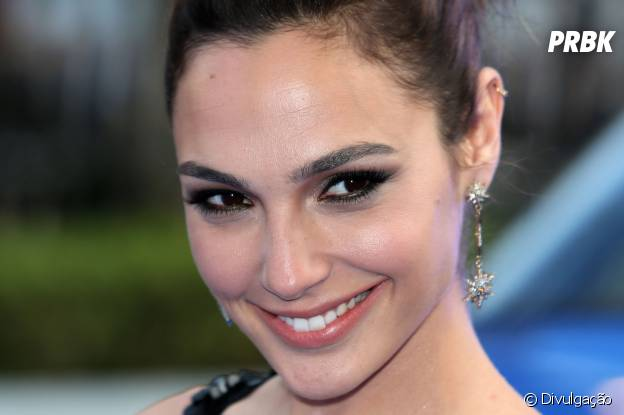 "Gal Gadot vai viver a Mulher-Maravilha em ""Batman vs Superman"""