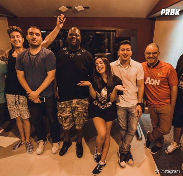 Anitta se reune no Brasil com produtores internacionais e planeja novo clipe em favela carioca