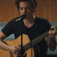 """Harry Styles libera vídeo cantando """"Two Ghosts"""" ao vivo em estúdio para promover o novo single!"""