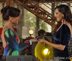"""Na trama de """"Em Família"""", Marina (Tainá Müller) pediu Clara (Giovanna Antonelli) em casamento"""