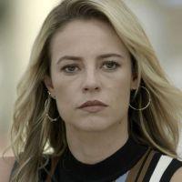 """Novela """"A Força do Querer"""": Jeiza (Paolla Oliveira) vê Zeca beijando outra e surta!"""