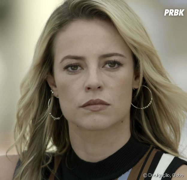 """Em """"A Força do Querer"""": Jeiza (Paolla Oliveira) fica irritada ao ver Zeca (Marco Pigossi) beijando outra"""