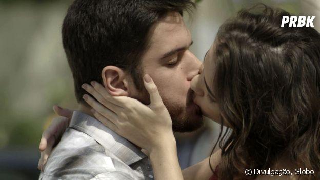"""Novela """"A Força do Querer"""": Zeca (Marco Pigossi) beija outra e Jeiza (Paolla Oliveira) vê tudo!"""