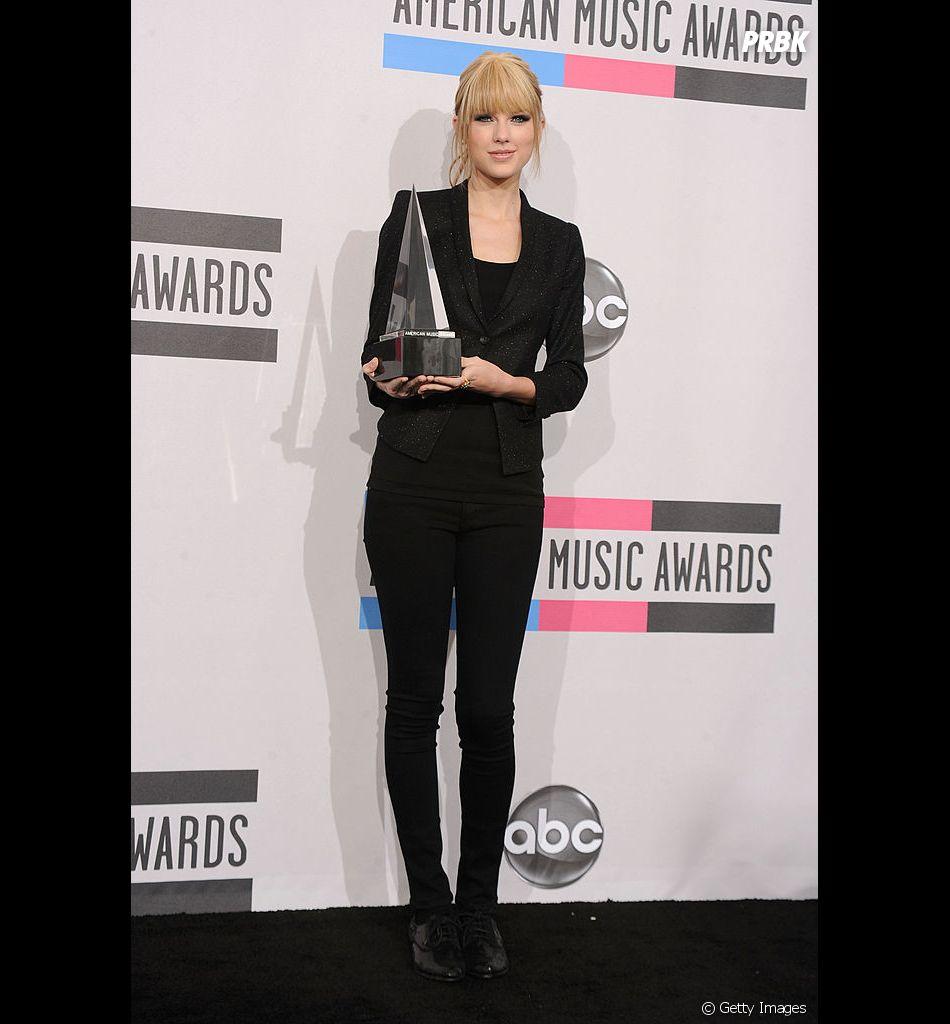 Taylor Swift mudou bastante o visual em 2010, né? Até o cabelo foi alisado