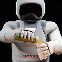 Conheça Asimo, o robô garçom que reconhece quem está pedindo a bebida