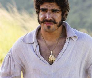 """Em """"Novo Mundo"""", Pedro (Caio Castro) vai ficar desesperado ao ver a amante desmaiada"""