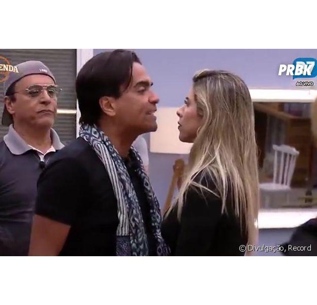 """Em """"A Fazenda"""": Ana Paula Minerato e Fábio Arruda fazem as pazes e combinam votos"""
